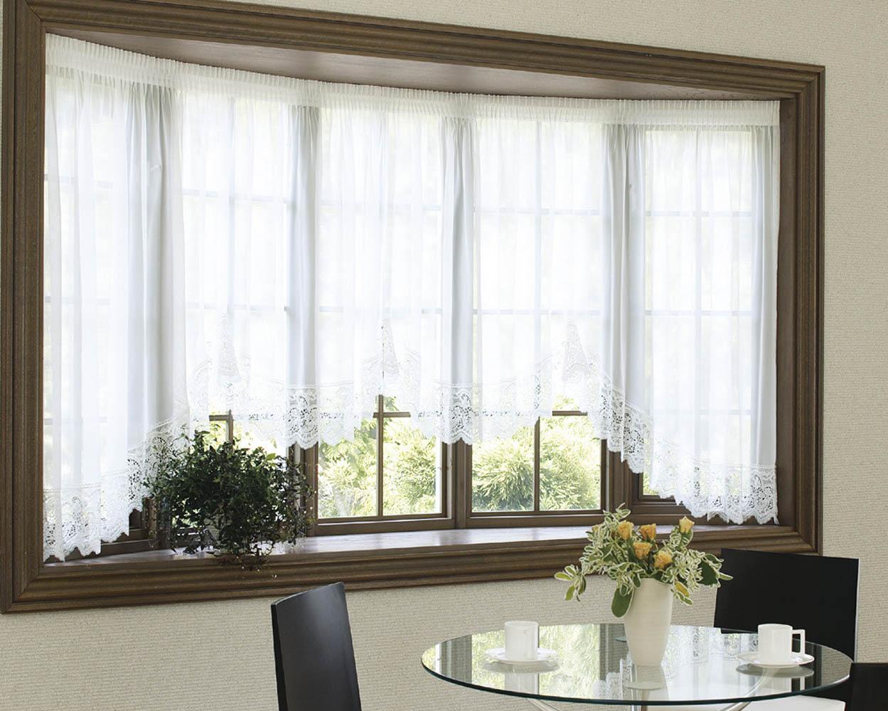 出窓のカーテンって?おしゃれに飾る出窓スタイルのご紹介!