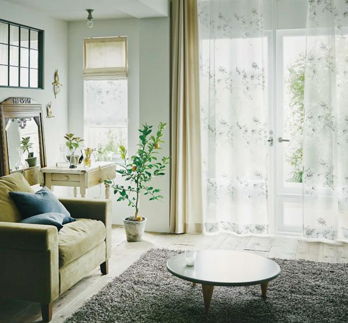 カーテンとシェードの組み合わせ シンプルモダン